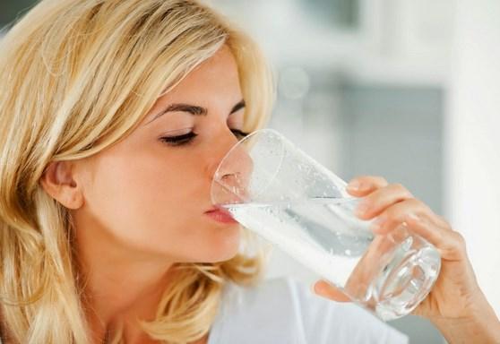 manfaat minum air putih untuk penderita ambeien